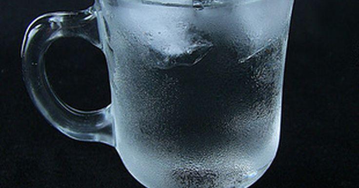 Agua carbonatada Vs.Agua natural. No es un secreto que el agua es buena para nosotros. Nuestros cuerpos la necesitan para sobrevivir. De hecho, podemos vivir más sin comida que sin agua. Sin este líquido, el cuerpo se deshidrataría y dejaría de trabajar, y el agua carbonatada es otra forma de obtener agua. La mayoría de las autoridades de la salud están de acuerdo que el agua ...