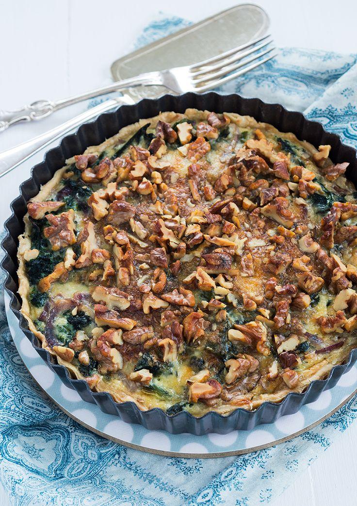 Kale pie with walnuts. (Grönkålspaj med valnötter.)
