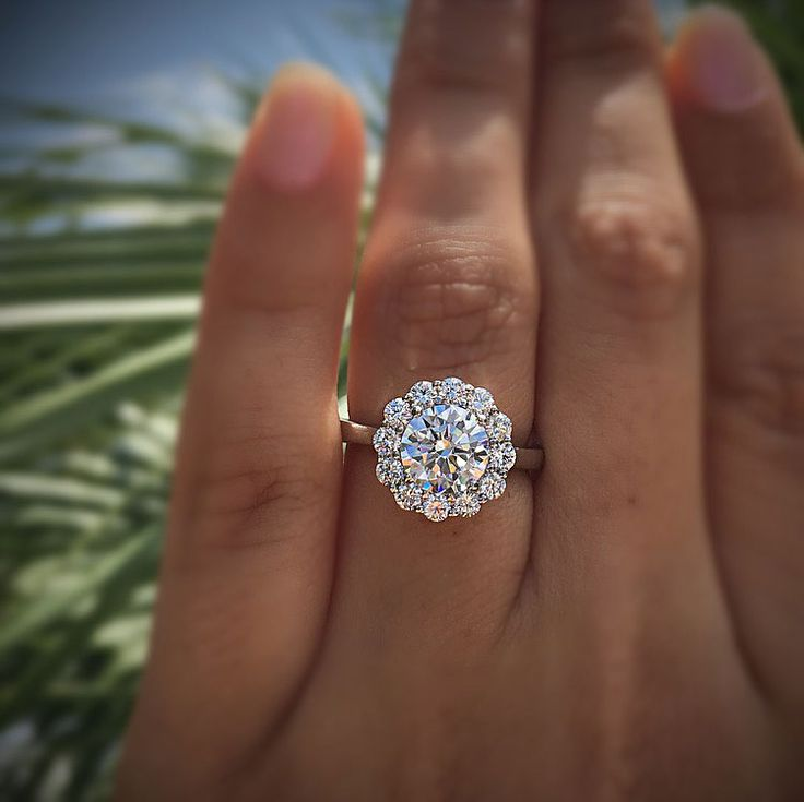 A blooming halo engagement ring in white gold.