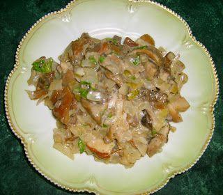 W Mojej Kuchni Lubię..: różne grzyby leśne na maśle w śmietanie...