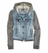 american eagle denim vested hoodie... absolutely want! and they just restocked it :)