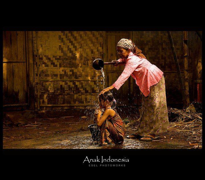 """"""" dimandiin nenek """"  Human Interest    foto by Hendro Alramy"""