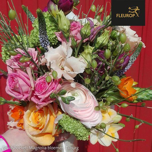 Modern bontgekleurd bruidsboeket van Fleurop bloemist Magnolia bloemen in Tilburg