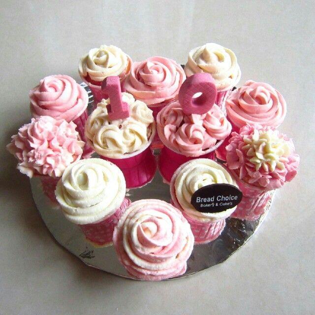 Flower buttercream cupcakes by Bread Choice Bakery (Instagram @breadchoicebakery)