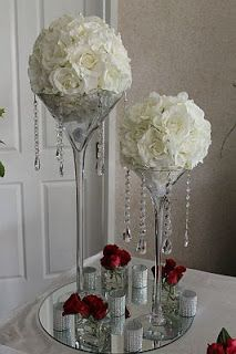 centro de mesa con cristales | Centro de mesa con esferas de flores amarillas sobre jarrones de ...