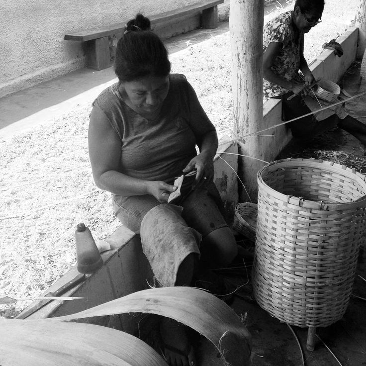 Oficina de cestaria em taboca. Aldeia Brejão. Nioaque MS. #artesanato #artcraft…