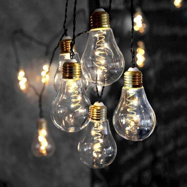 GLOW - Guirlande Ampoule 10 filaments LED L8,6m - Guirlande et objet lumineux Xmas Living Glass designé par XMAS LIVING GLASS : prix, avis & notation, livraison.  Guirlande lumineuse composée de 10 sphères transparentes en forme d'ampoule à LED et d'un long câble noir pour la brancher sur le secteur.Cette très jolie guirlande à la fois intemporelle et festive sera parfaite pour décorer votre int&#2...