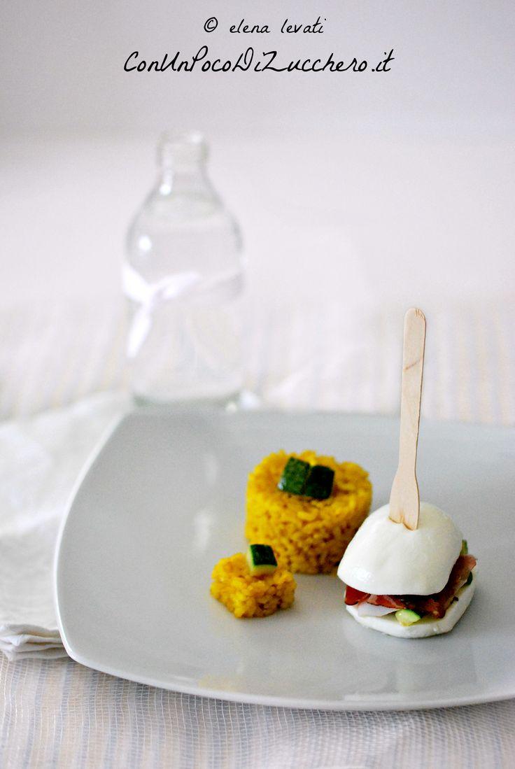 panino di mozzarella con riso pilaf alla curcuma