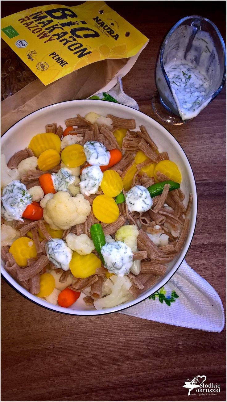 Sałatka warzywno-makaronowa w lekkim koperkowym sosie