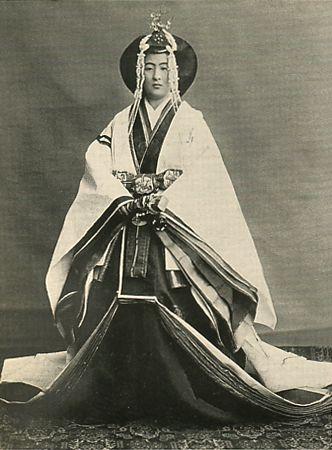 梨本宮守正王妃伊都子(なしもとのみやもりまさおうひいつこ)殿下 Japanese Imperial family's antique photograph. Nashimotonomiya-Itsuko which dresses fully by a festival of the Emperor. Taisyo era. 1915.