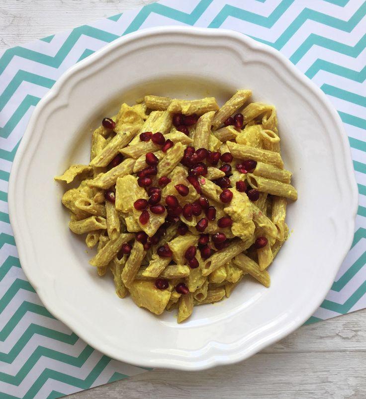 Currypasta mit Granatapfel und Hähnchen