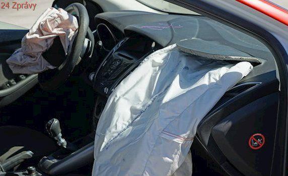 Takata v USA zaplatí miliardu dolarů kvůli problémům s airbagy