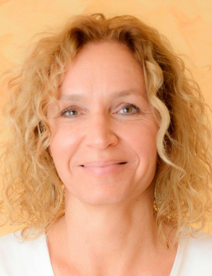 Védiní Mikes Kriszti több Jóga-sziget jógaoktatója. Meggyógyítani lelkem sebeit, megtapasztalni a szabadságot, a békét, a nyugalmat, a harmóniát.