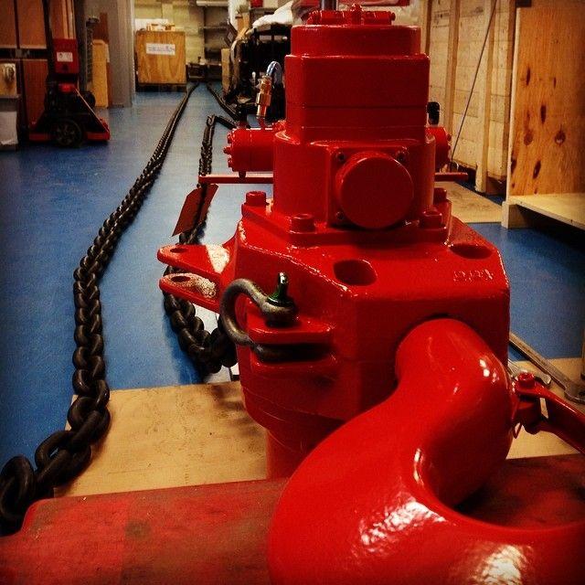 Final stage of assembly of one of our 25 tonnes air chain hoists. 20 meter of lift, marine paint. (bij Rami Yokota B.V.)  http://www.rami-yokota.com/en/products?g=RRI-Series%20Air%20Chain%20Hoists