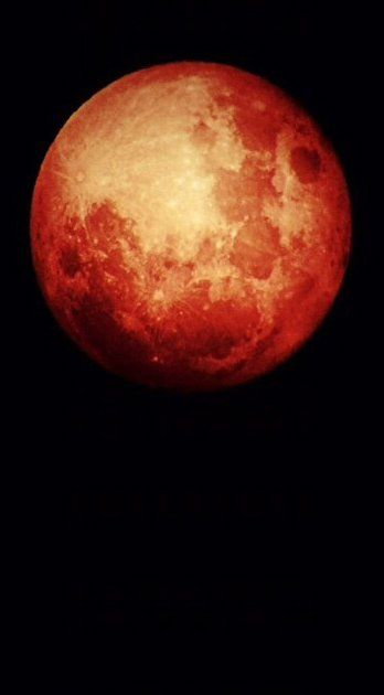 Pin for Later: This Incredible Blood Moon Eclipse Photo Was Taken With an iPhone