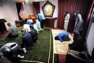 MUSLIM WORKERS PRAYING IN THE PENTAGON. We can't say the name of our Lord Jesus Christ nor can we pray openly in Front of The White House but THIS IS TOLERATED????!!!!!!!!!!