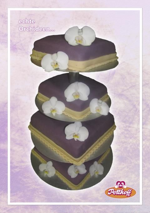 Hochzeitstorte 4-stöckig mit Marzipan eingeschlagen und echten Orchideenblüten verziert.