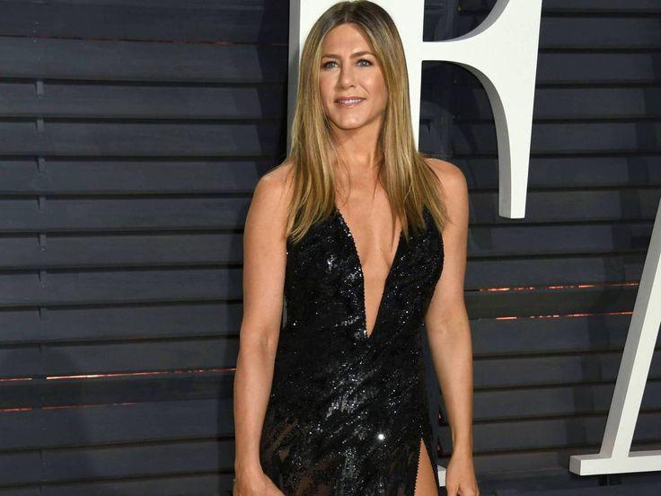 """Das Workout von Jennifer Aniston ist nichts für Anfänger. Jetzt verriet die Schauspielerin, wie sie ihren Body in Form hält – da kommt man schon beim Lesen ins Schwitzen! Jennifer Aniston (48, """"Wir sind die Millers"""") ist für ihren Mega-Body berühmt – kein Wunder,..."""