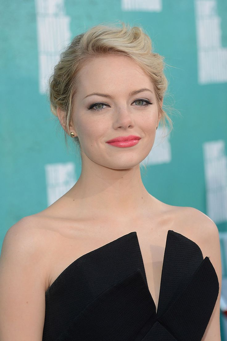 beginner makeup artist resume%0A Emma Stone at the      MTV Movie Awards  look by Chanel makeup artist  Rachel Goodwin  Beautiful coral lip color by Revlon  Just Kissable Lipstick  in