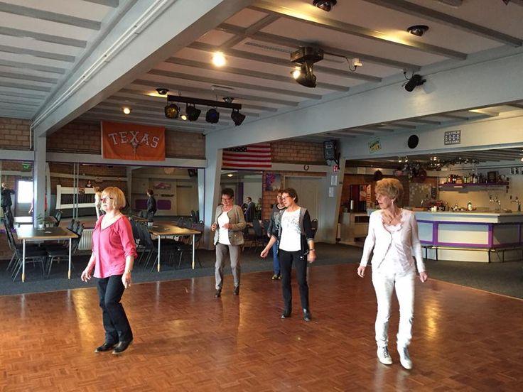 Lesje country en line dansen bij d'n Ingel in Herkenbosch