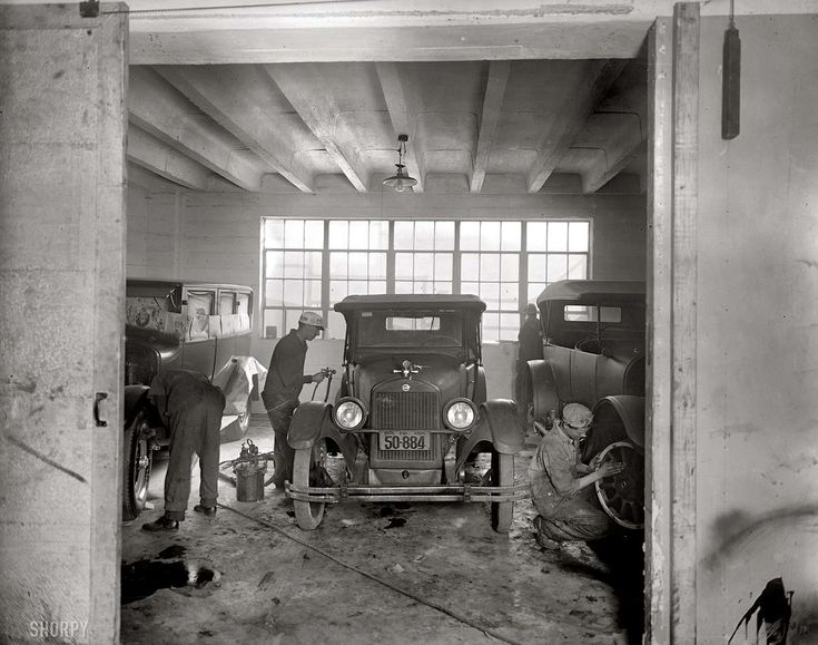Обслуживание, покраска и ремонт автомобилей на станции технического обслуживания в Вашингтоне (1926 год)