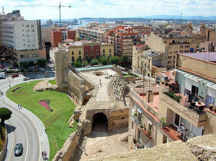 Tarragona jedno z bardziej rzymskich miast w Hiszpanii. Sprawdź co warto zobaczyć w tym zabytkowym i historycznym mieście. Gdzie się udać na zawiedzanie.