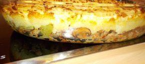 Ik+had+nog+snijbonen+in+de+koelkast+die+echt+op+moesten+maar+ik+had+geen+zin+in+een+gewone+Hollandse+maaltijd.+Dus+aan+het+experimenteren+met+wat+gehakt+en+groenten+in+de+wok. In+plaats+van+aardappelpuree+stampte+ik+de+aardappelen+fijn+met+een+flinke+klont+boter+en+een+scheutje+overgebleven+room.+In+plaats+van+room+kun+je+ook+gewoon+wat+melk+gebruiken. Op+deze+ovenschotel+heb+ik+geen+kaas+gebruikt,+maar+wie+dit+lekkerder+vindt:+gewoon+doen+!