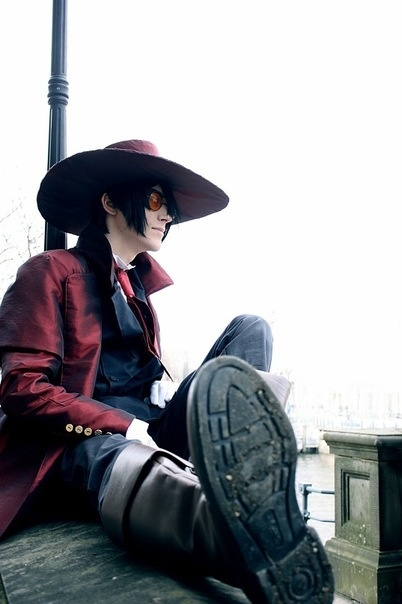 I'm pretty sure that if I met a guy cosplaying Alucard.. it would be love at first sight