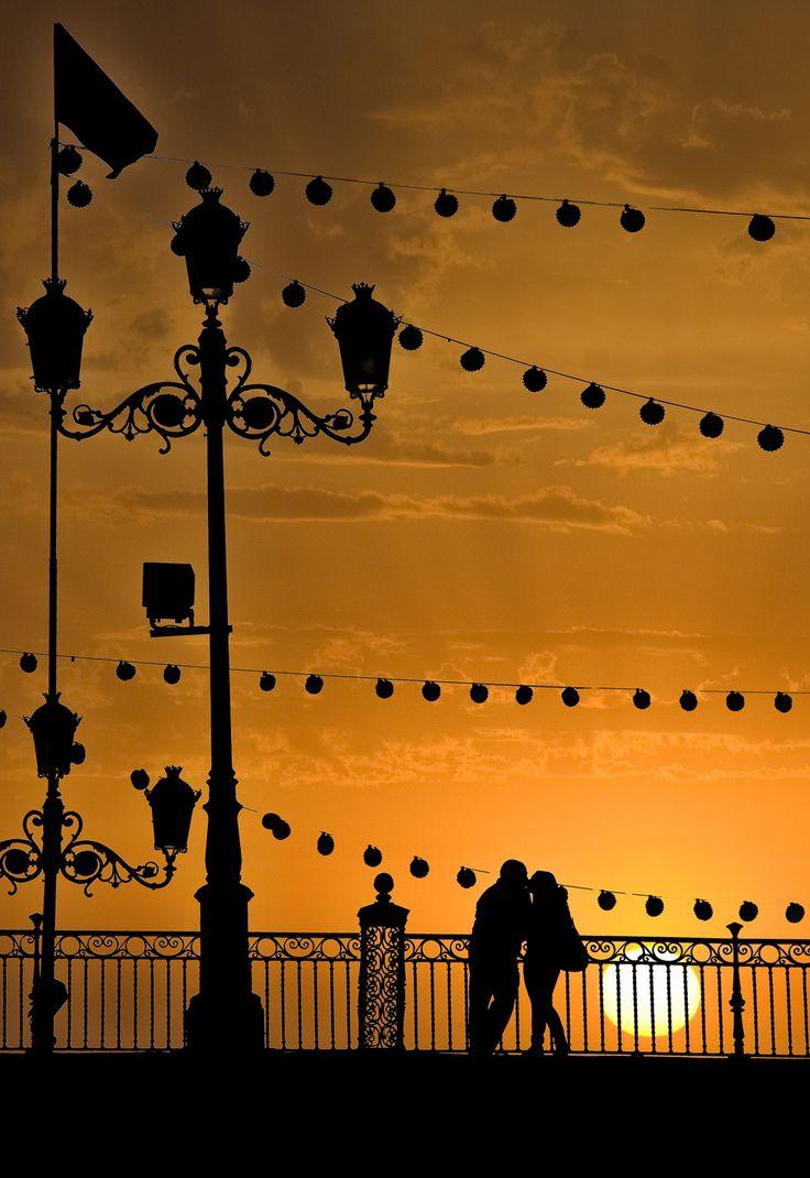 Enamorados en el Puente de Triana