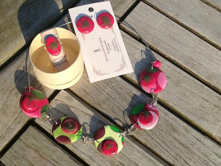 setje (oorringen, ring en ketting), afgewerkt met magic gloss