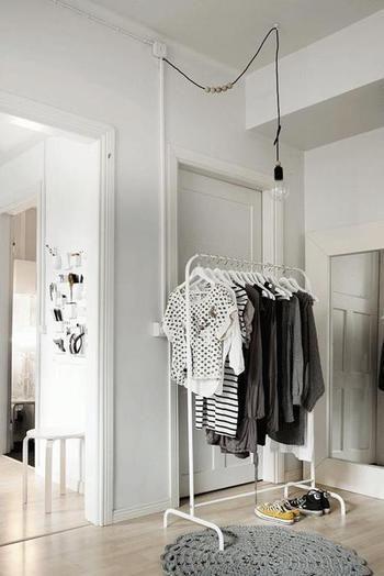 驚きの799円!IKEAの洋服ラックはシンプルでどんなお部屋にも合うん ... モノトーンがお好きな方はホワイトの「MULIG」でシンプルに。