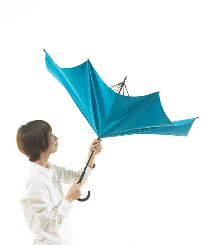 Kreatívna inovácia klasického dáždnika.