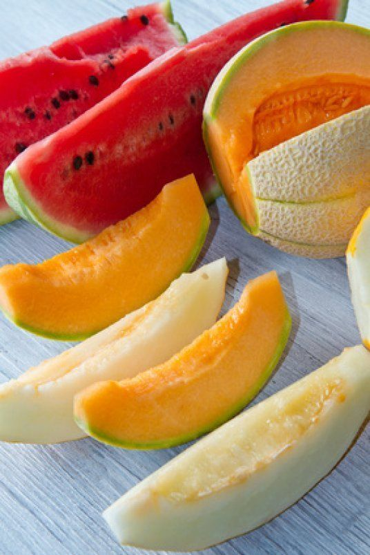The Melon _ How to serve and eat dishes with melon ?  While it can be perfectly tasty eaten alone, the melon may also be employed as a versatile ingredient in the kitchen. This fruit can broadly be divided into two categories: sweet melons such as honeydew and canteloupe and cooking melons.