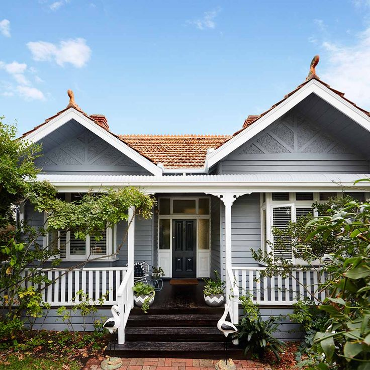 Federation homes represent a time of prosperity, featuring beautiful ornate detailing, bay windows, ceiling roses and wide verandas. Recently we painted a Federation home in Melbourne's leafy suburb of Glen Iris, to show how to modernise a heritage home whilst maintaining the timeless and traditional style of the era. Colours used were Haymes Sense & Haymes Greyology 1. Click here to read more http://www.haymespaint.com.au/federation-home-pops-with-modern-colours/ #heritagehome #grey…