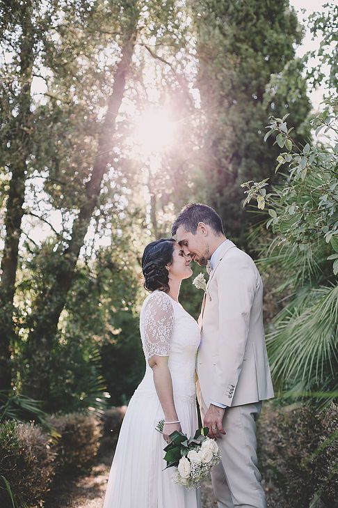 soul pics photographe mariage provence, photo de couple au chateau de rochebelle à la cadière d'azur dans le var, robe manon gontero