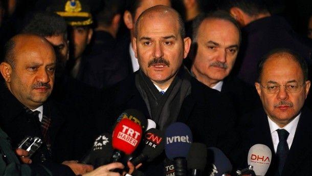 Vor einem Jahr trat der europäisch-türkische Flüchtlingspakt in Kraft. Bisher hat er gehalten, trotz vieler Drohungen aus Ankara. Doch jetzt legt der türkische Innenminister noch einmal nach.
