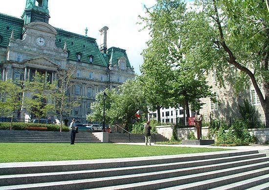 Old Montreal, Place de la Dauversière