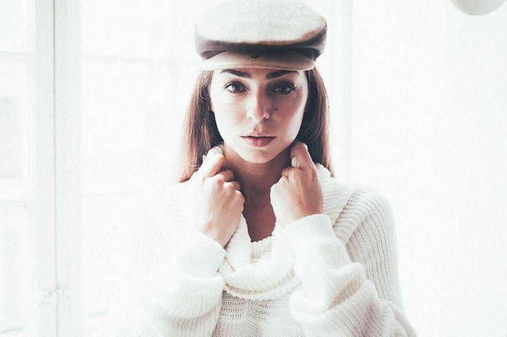 NAJHA TIGER - Boina em cortiça natural.  Saiba mais em www.najha.com # www.facebook.com/najhabags # http://instagram.com/najhafashion # modaemcortiça#cortiça#najha#cork#fashioncork#http://frederica.sapo.pt/2014/09/the-devil-wears-najha #vanessamartins