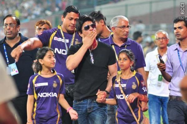Shahrukh Khan with his daughter Suhana Khan (right) at IPL match