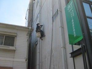 外壁の補修作業