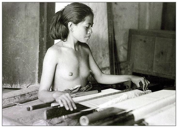 Indonesia, Bali ~ Balinese weaver 1930