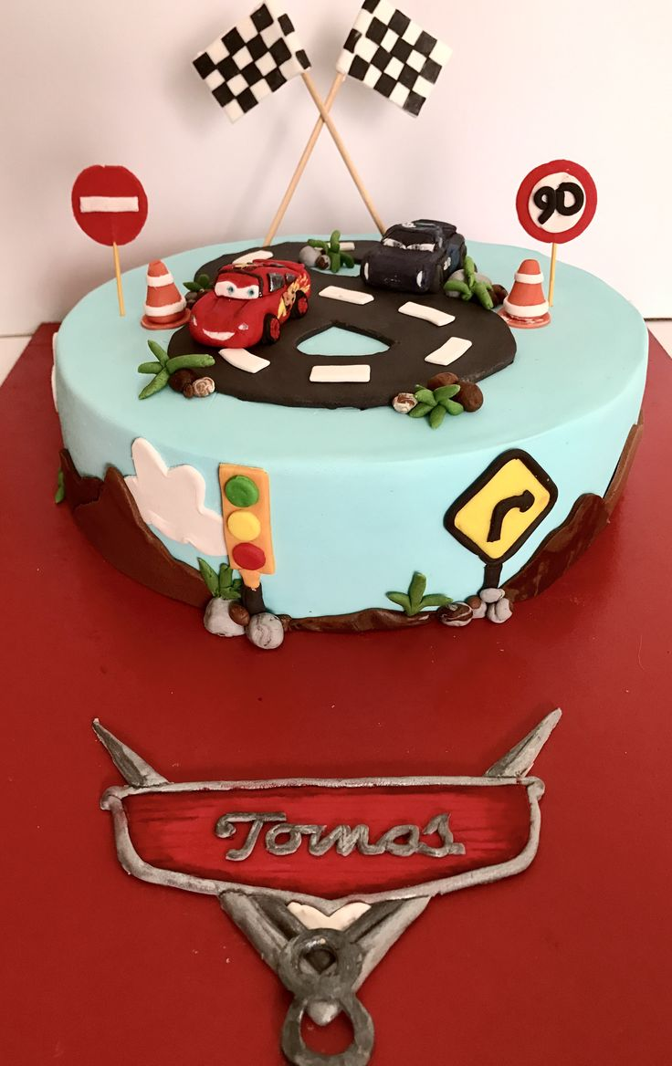 Cars 3 Cake. Lightning Mc Queen and Jackson Storm