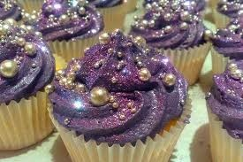 purple cupcakes..i dont want to eat them