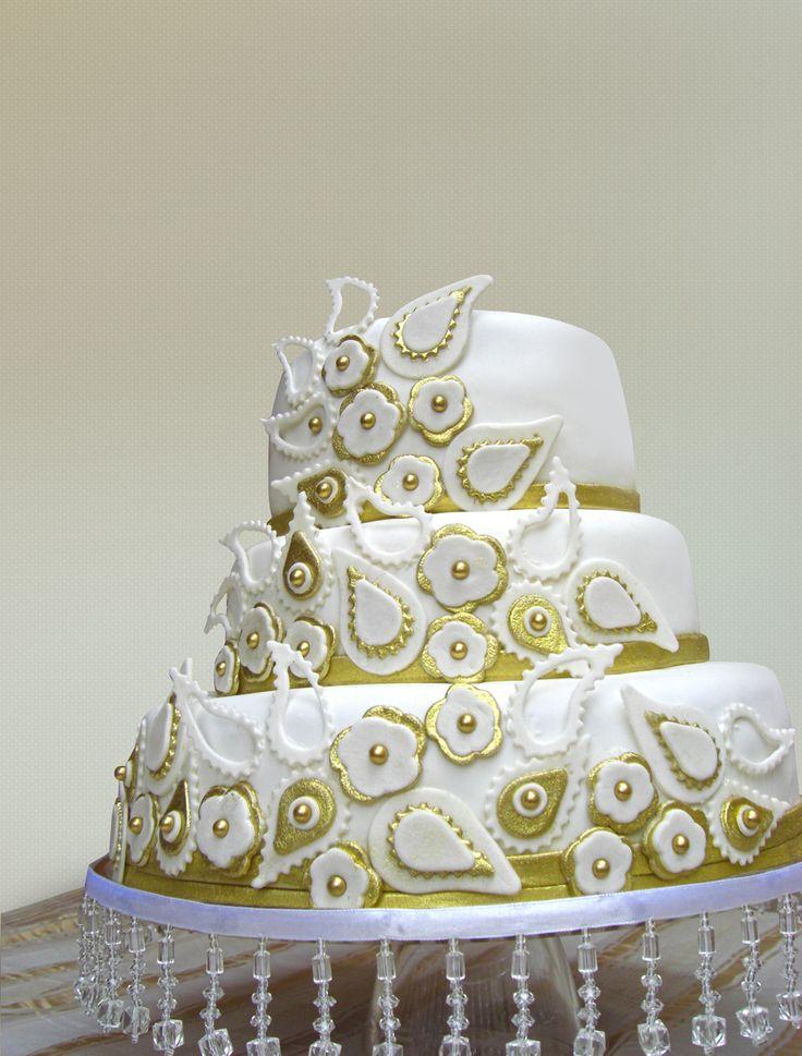 Divine Cake Designs Dorado : Torta de boda con detalles en dorado Gala Pinterest