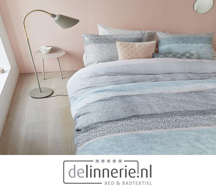 Dekbedovertrek Lilou heeft een banendessin dat is opgebouwd uit verschillende structuren. De verschillende materialen geven een rustig effect met hieroverheen kleine handgetekende grafische patronen. Het dessin is opgebouwd uit de kleuren grijs, lichtblauw, zachtroze en aqua blauw. Het overtrek is gemaakt van 100% katoen. Het dekbedovertrek heeft een instopstrook over de gehele breedte aan beide zijden. #beddengoed #delinnerie #bedroom #slaapkamer #pastel #dekbedovertrek