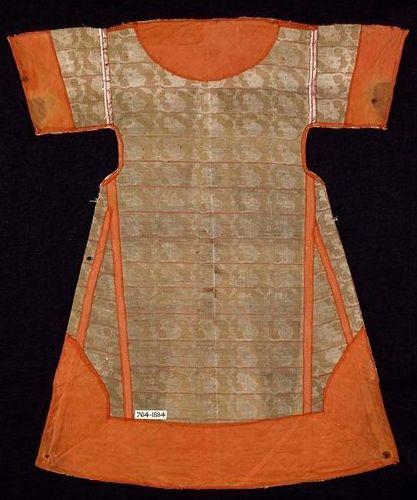 Date  17th century (made) Dimensions  Height: 68.1 cm, Width: 52.8 cm bottom hem-line Descriptive line  C, brocaded silk, 1600s, Turkish http://collections.vam.ac.uk/item/O320642/kaftan/