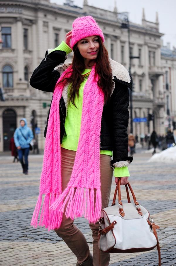 Modna Komoda wears VENEZIA handbag from www.sagana.pl