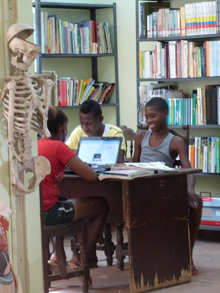 Biblioteca Pública Municipal Abraham Ayala. Itsmina - Chocó. Colombia.