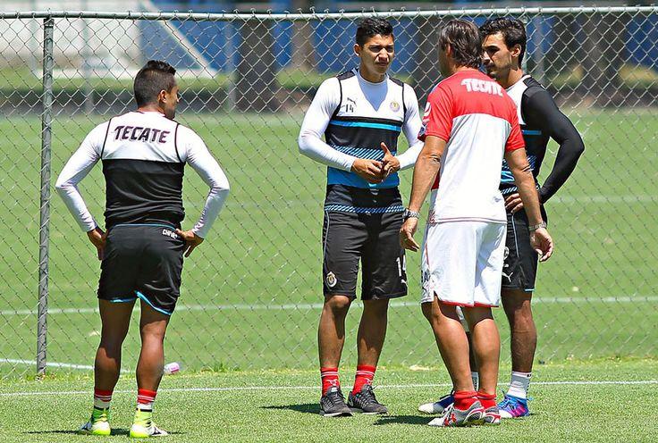 ZALDÍVAR, CON POSIBILIDADES DE LLEGAR A LOS CUARTOS El Rebaño Sagrado espera contar con la participación de Ángel Zalvídar para el cierre de la Liga MX.