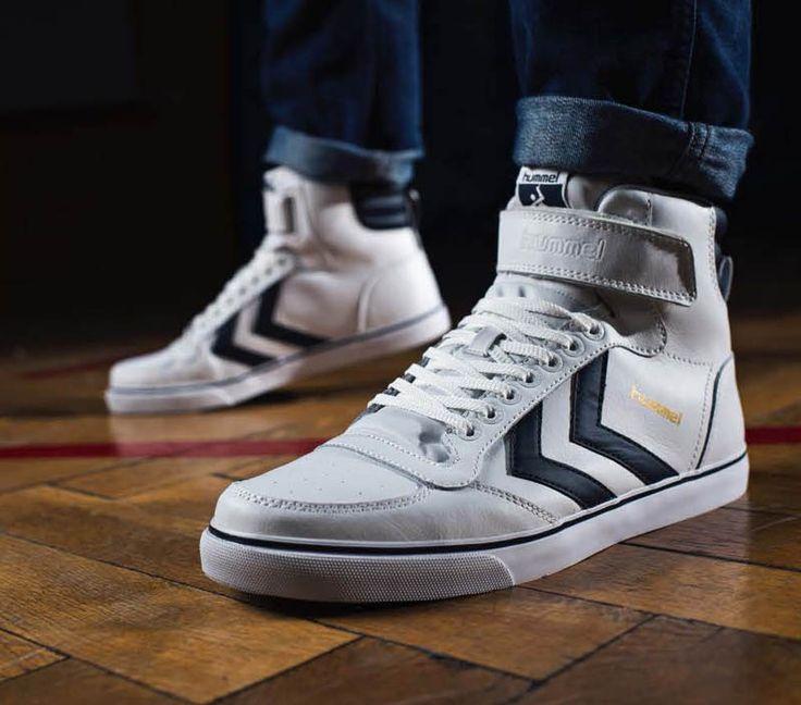 Hummel dévoile sa nouvelle sneaker Stadil Classic High, inspiré directement des terrains de handball et de l'ADN vintage sportif de la marque...